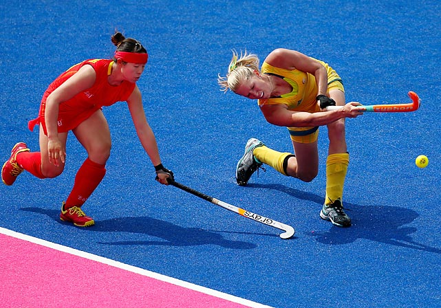 Jodie Schultz of Australia gets by defender Yang Peng of China during the first half of the hockey classification match for 5th and 6th place.