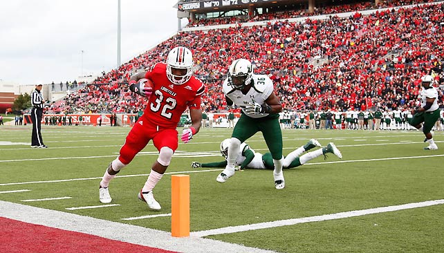 South Florida made a valiant fourth-quarter push, but Louisville survived to stay unbeaten and tied atop the Big East. Quarterback Teddy Bridgewater completed 21-of-25 passes for 254 yards and two touchdowns, while running backs Senorise Perry (pictured) and Jeremy Wright both added rushing scores in the win. After improving to 7-0, the Cardinals will host Cincinnati next weekend.