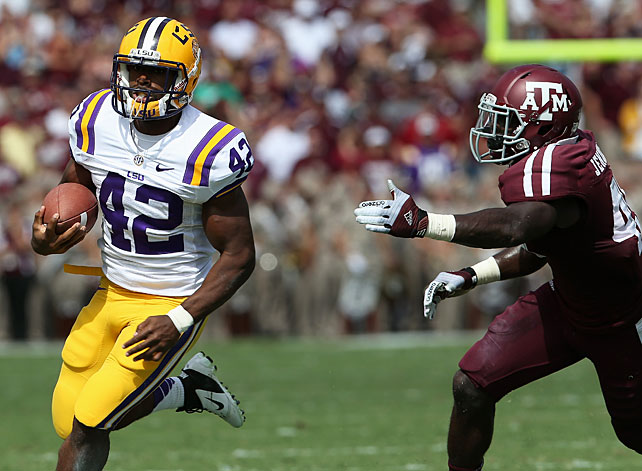 Texas A&M seemed in control for the early part of the game, but LSU responded to earn a gritty victory in College Station. Freshman Jeremy Hill and junior Michael Ford (pictured) combined for 205 rushing yards and two touchdowns, while the Tigers' vaunted defense kept the Aggies in check for most of the second half. Johnny Manziel threw for 282 yards with three interceptions in defeat.