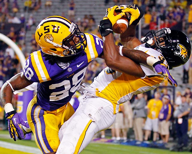 Towson wide receiver Gerrard Sheppard catches a touchdown pass against LSU cornerback Jalen Mills in LSU's 38-22 win.