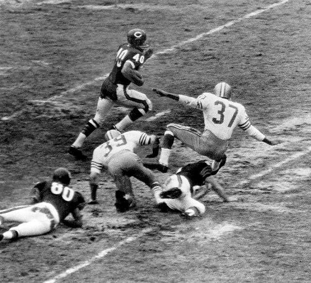 Rookie Gale Sayers ties an NFL record by scoring six touchdowns via running, receiving and an 85-yard punt return in 61-20 rout of San Francisco. Sayers finishes '65 with a one-season record 22 touchdowns, still a mark for rookies.