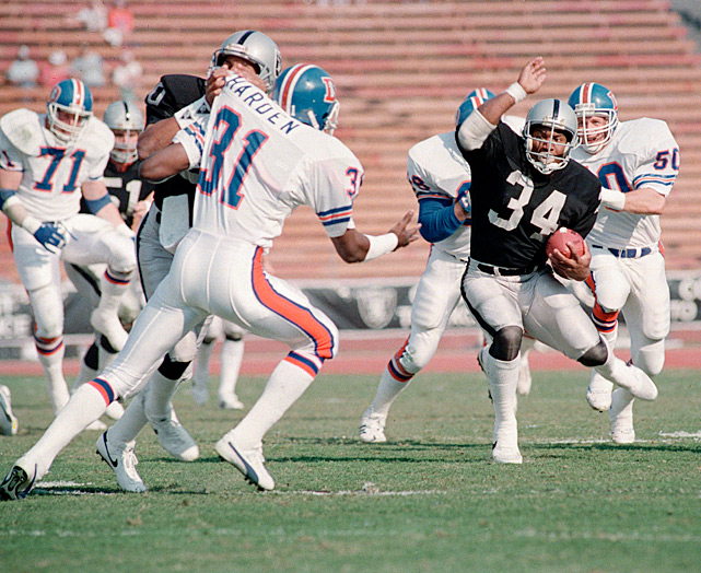 Jackson runs during his 1987 debut season with the Raiders. That year Jackson played in seven games, totaling 554 rushing yards and six touchdowns.
