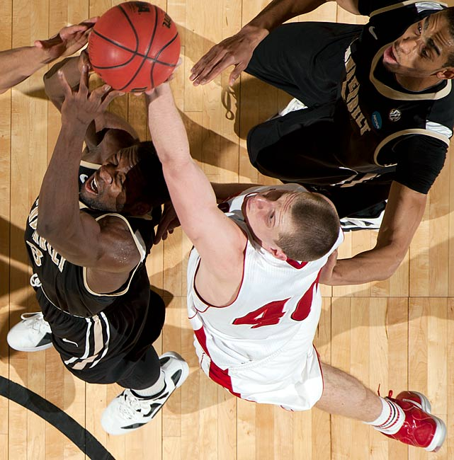 Neither Berggren nor his frontcourt mate Ryan Evans get much national attention, but they were the keys to controlling the interior -- and the defensive glass -- for the country's fifth-ranked defense. The Badgers allowed opponents to shoot just 42.0 percent from inside the arc last season.