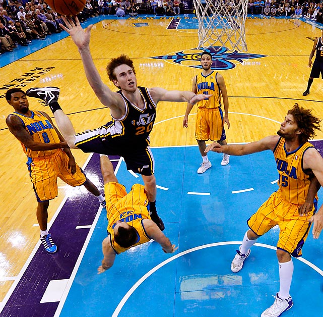 Jazz shooting guard Gordon Hayward shoots the ball over Hornets power forward Ryan Anderson (33) during New Orleans' 88-86 victory.