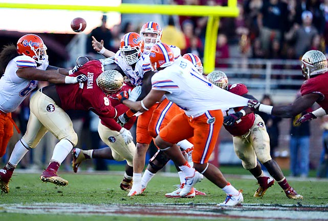 Jeff Driskel throws the ball across the middle to Gators teammate Jordan Reed in Tallahassee.