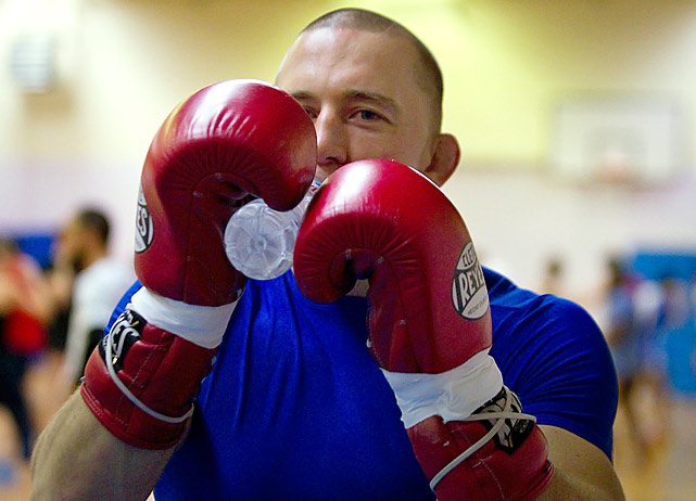 UFC welterweight champion Georges St-Pierre takes part in a training session on November 7, 2011 in Issy-les-Moulineaux, a neighboring suburb of Paris.