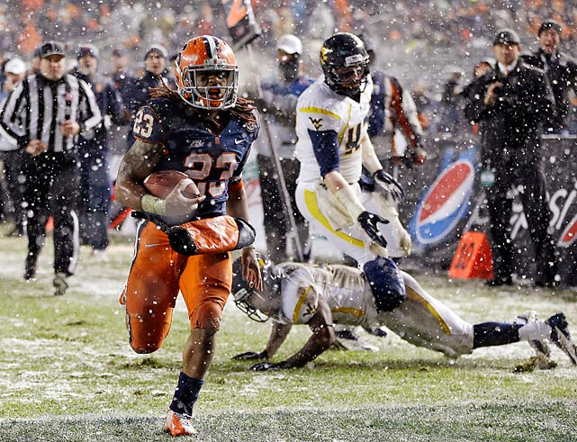 Syracuse running back Prince-Tyson Gulley speeds past his West Virginia defenders en route to a touchdown in the Pinstripe Bowl. Syracuse won, 38-14.