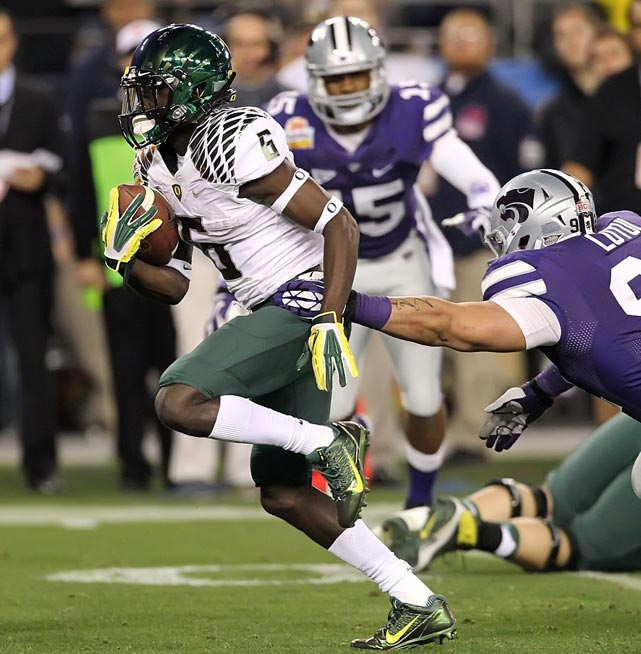A year after totaling 155 yards and two touchdowns on two Rose Bowl rushes, the all-purpose speedster again spotted his Ducks an early BCS lead, taking the opening kickoff 94 yards to paydirt. Thomas finished with 195 total yards and two scores in Oregon's 35-17 Fiesta Bowl win.