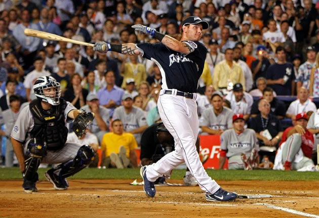 Josh Hamilton, who at one point went deep 13 consecutive times, hit a record-setting 28 home runs in the first round of the Home Run Derby, but fell short in the finals, losing to Twins first baseman Justin Morneau, 5-3.