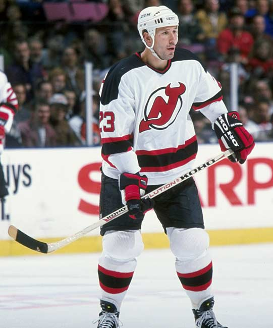 In a 3-2 victory over Washington, New Jersey's Dave Andreychuk becomes the 26th player in NHL history to score 500 goals.