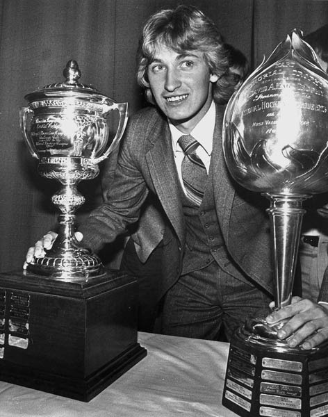 Wayne Gretzky breaks Bobby Orr's record with his 103rd assist of the season.