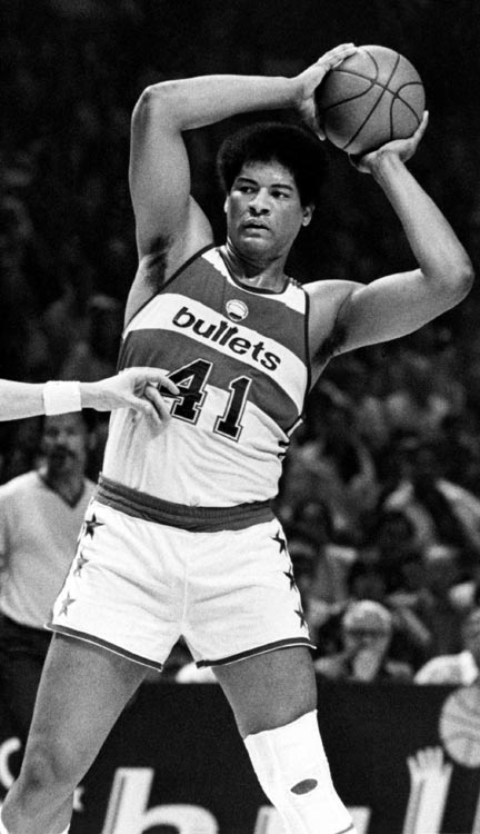 As a rookie in 1969, Unseld earned both Rookie of the Year and MVP honors, averaging 13.8 points and 18.2 rebounds while leading the Bullets to a division title.