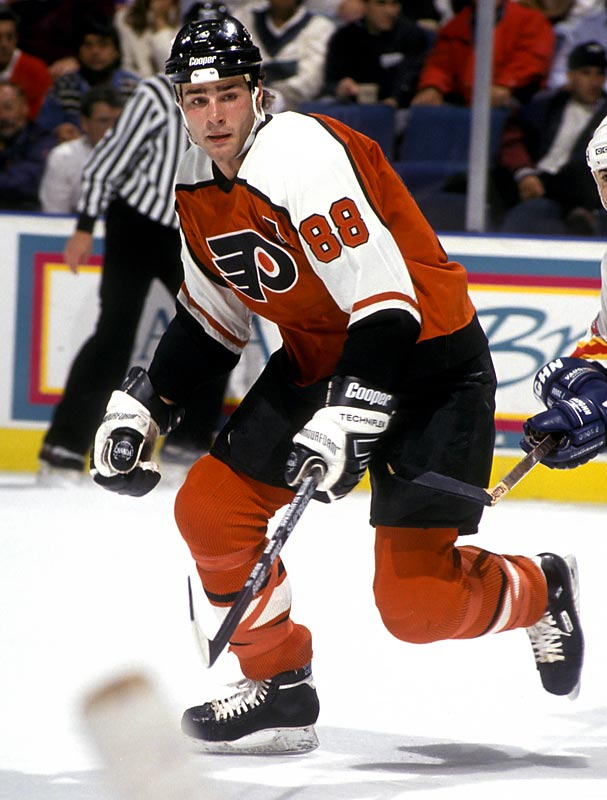 After the Nordiques make deals with both Philadelphia and New York for No. 1 pick Eric Lindros, the NHL decides Lindros will go to the Flyers instead of the Rangers.