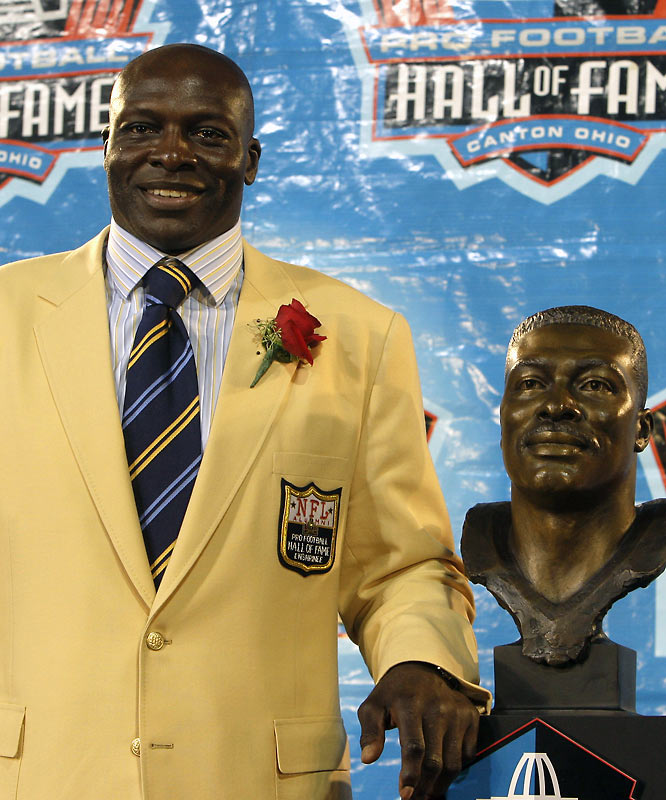 The all-time sacks leader with 200, Smith made 11 Pro Bowls and was a member of the All-Pro team eight times. He also won four AFC championships with Buffalo (1990-93).