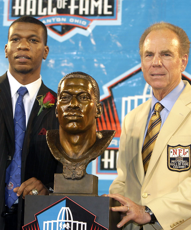 Hall of Famer Roger Staubach (right) posthumously introduced Bob Hayes on Saturday night. His son, Bob Hayes, Jr., performed the induction speech for his late father.
