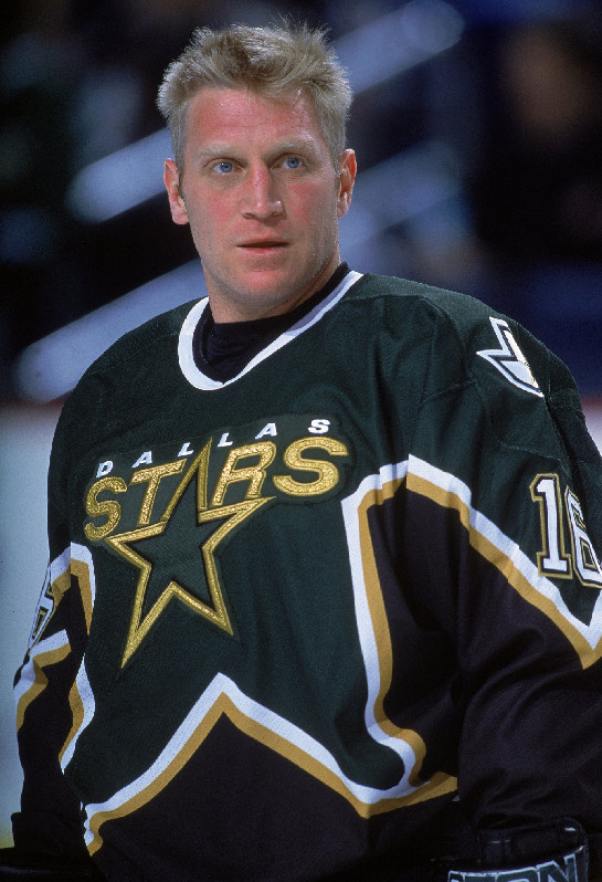 Dallas forward Brett Hull scores his 611th NHL goal. The goal allowed him to pass his father, Bobby Hull, for ninth place on the NHL's all-time scoring list.