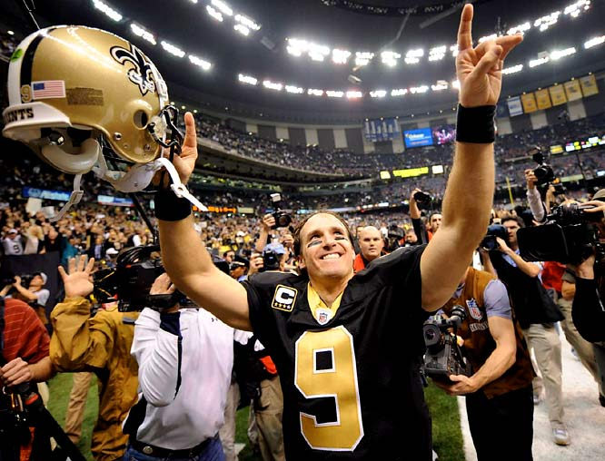 In a Monday Night Football showdown with Tom Brady and the Patriots, Brees completed 18-of-23 for 371 yards and five touchdowns (to five receivers) while racking up a perfect passer rating as New Orleans improved to 11-0 with a 38-17 victory.