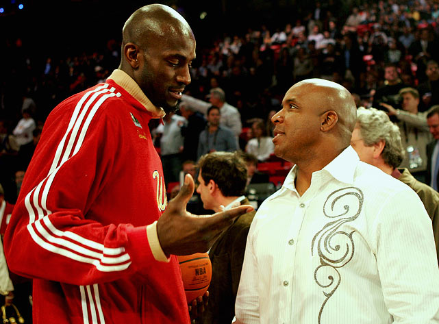 Garnett  chats with Barry Bonds before the 2007 All-Star game in Las Vegas.