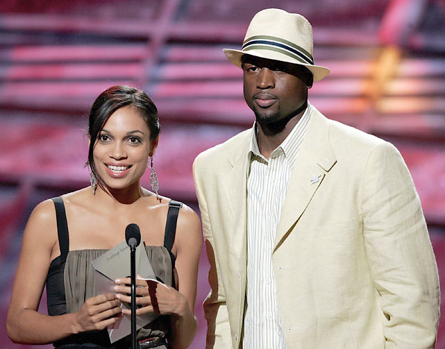 """Wade and actress Rosario Dawson present the award for """"Best Breakthrough Athlete"""" at the 2006 ESPY Awards."""
