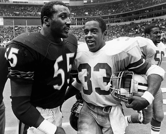 Tony Dorsett of the Cowboys talks to linebacker Otis Wilson of the Bears after Chicago's 44-0 drubbing of the Cowboys at Texas Stadium.