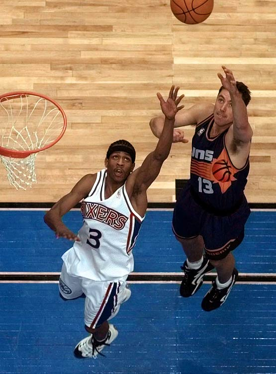 Nash was selected by Phoenix with the 15th pick in the first round. He was considered the best pure point guard in the draft, compared to the natural scorers like Allen Iverson and Stephan Marbury who were also listed at the position.
