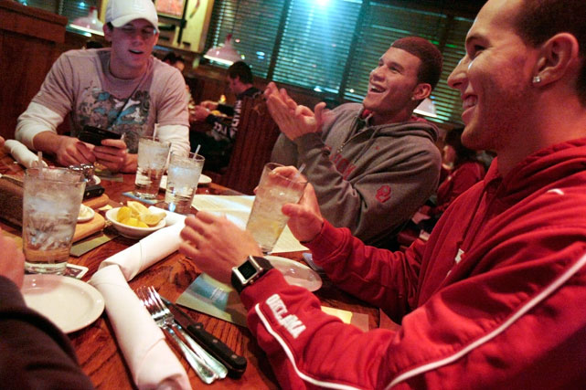 Blake and Taylor, along with former Oklahoma player Cade Davis, chow down at a steakhouse.