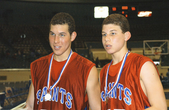 The brothers in 2004, at ages 17 and 14.