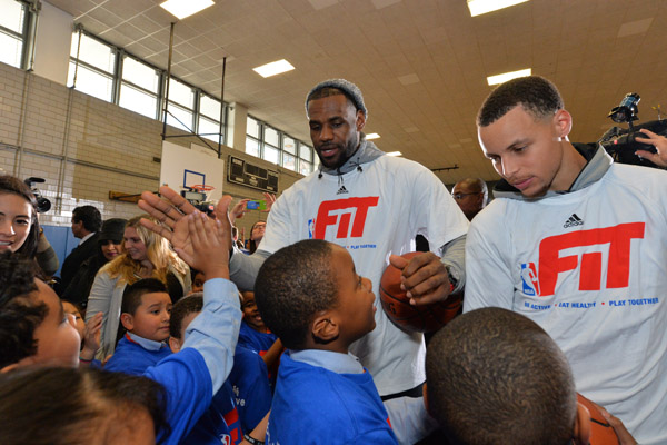 f47689db8bd5 LeBron James and Stephen Curry Get Fit With NYC Students