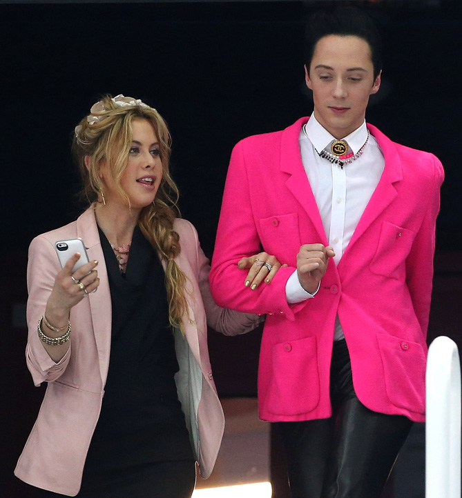 Tara and Johnny captured the imaginations of viewers with their coordinated outfits that were often bright, colorful, and a little crazy.