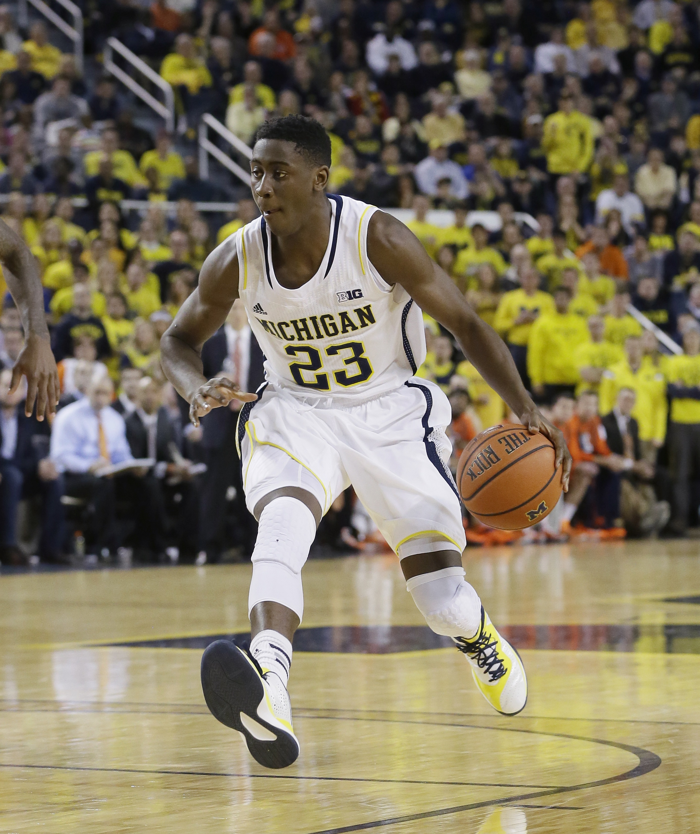 Michigan guard Caris LeVert controls the ball during the second half of an NCAA college basketball game against Illinois in Ann Arbor, Mich., Tuesday, Dec. 30, 2014. (AP Photo/Carlos Osorio)