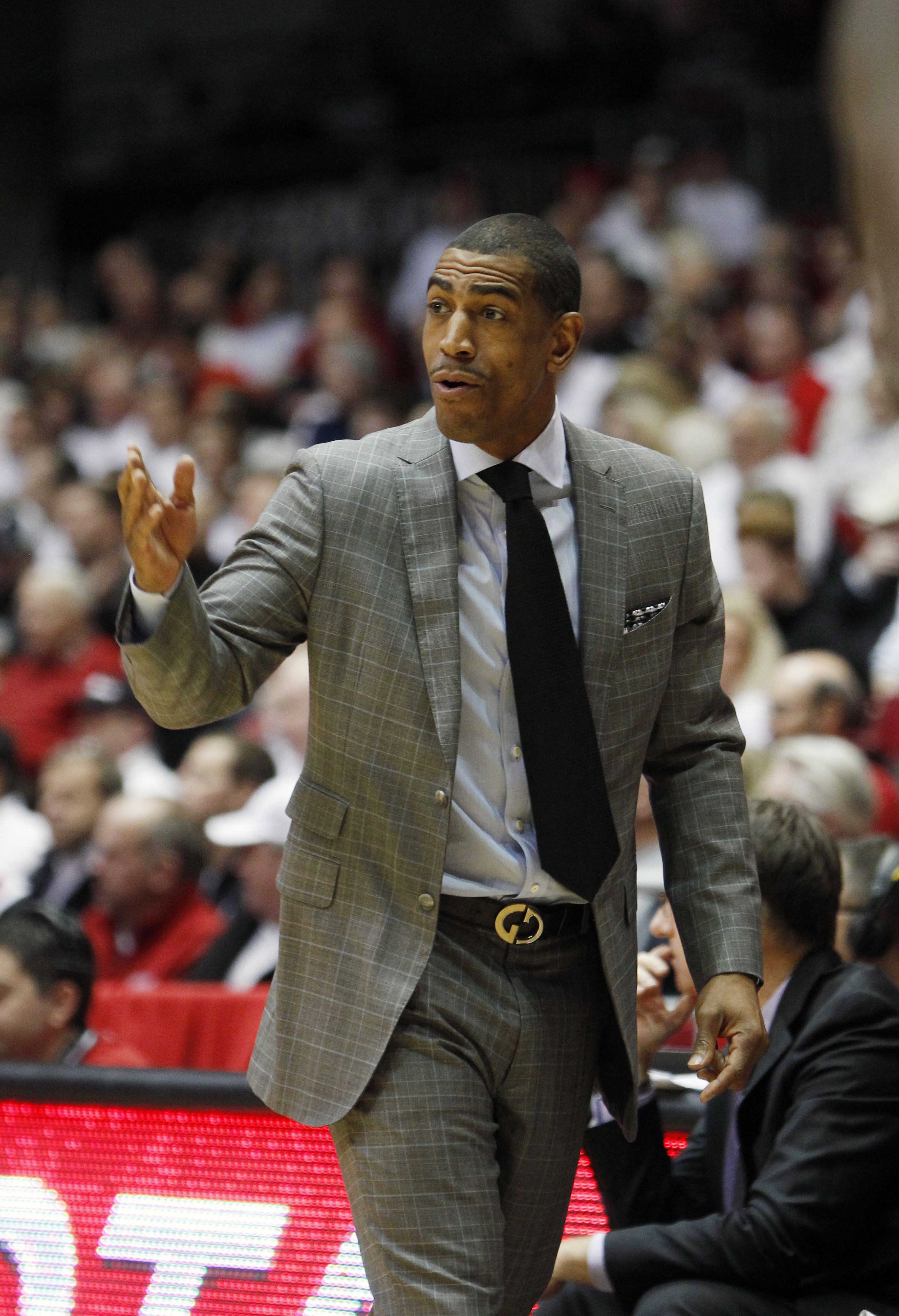 UConn's head coach Kevin Ollie gives instructions against Cincinnati in the first half of an NCAA college basketball game, Thursday, Jan. 29, 2015, in Cincinnati. (AP Photo/Frank Victores)