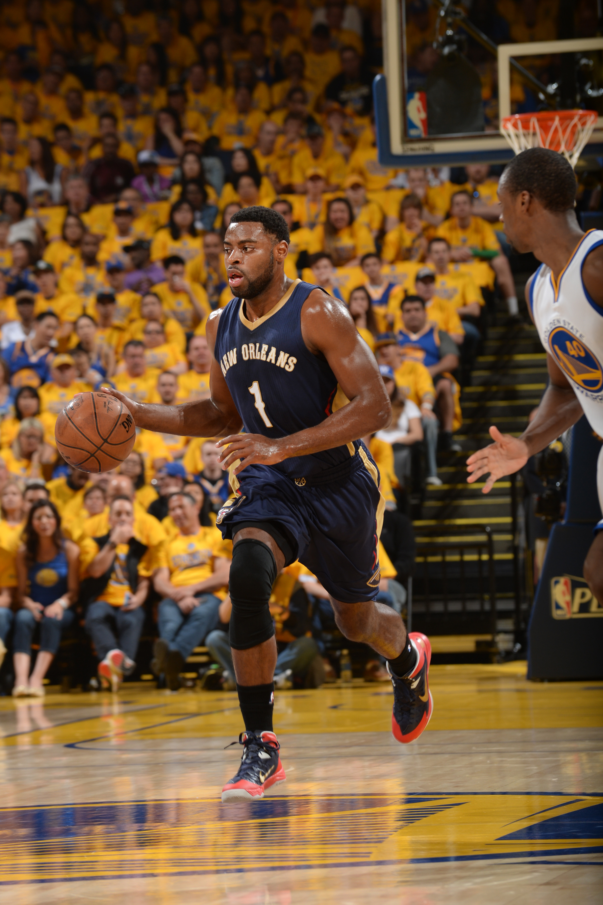 OAKLAND, CA - APRIL 18: Tyreke Evans #1 of the New Orleans Pelicans drives to the basket against the Golden State Warriors during Game One of the Western Conference Quarterfinals during the NBA Playoffs on April 18, 2015 at Oracle Arena in Oakland, Califo