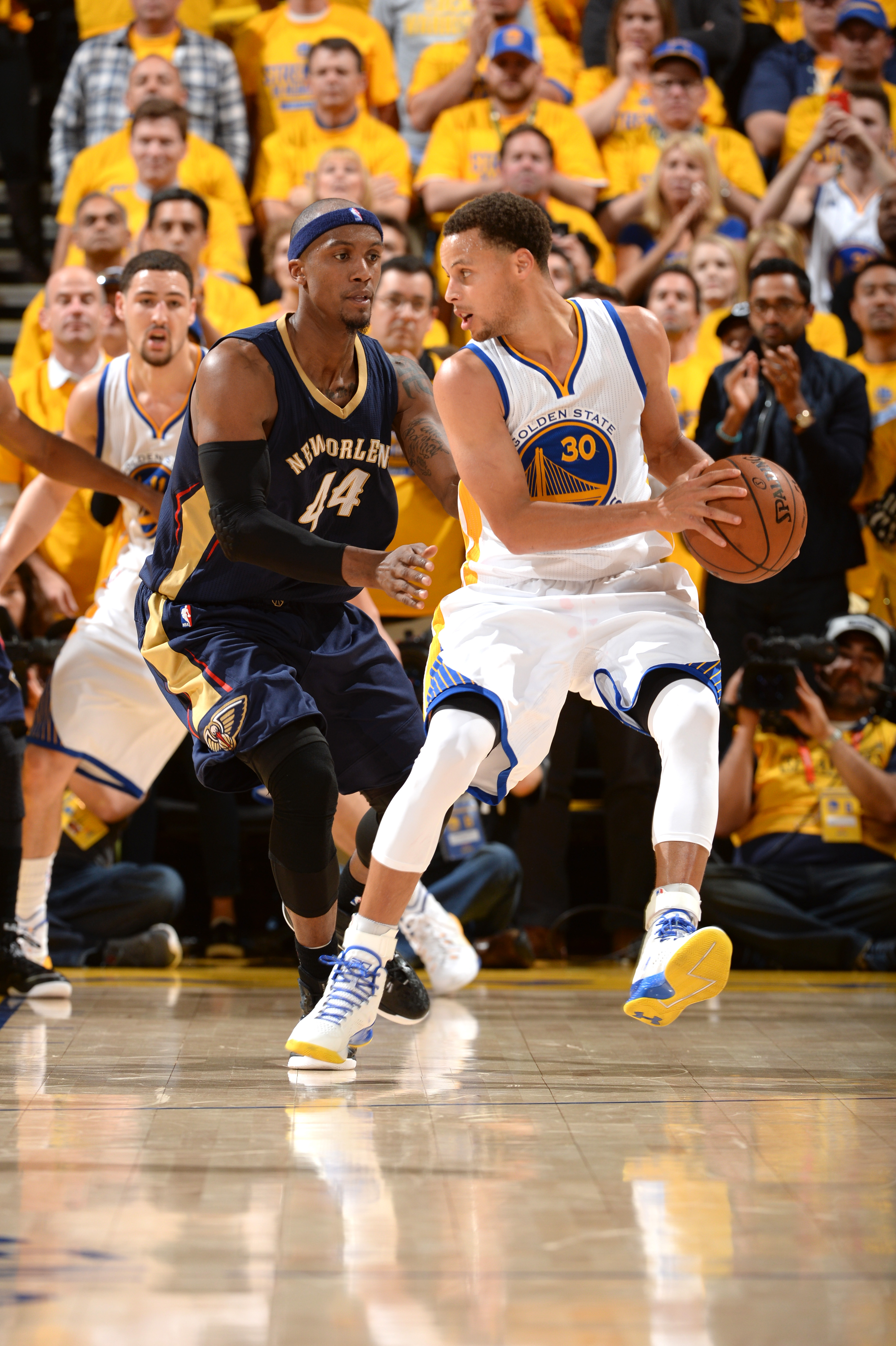 OAKLAND, CA - APRIL 20: Stephen Curry #30 of the Golden State Warriors handles the ball against the New Orleans Pelicans during Game Two of the Western Conference Quarterfinals of the 2015 NBA Playoffs on April 20, 2015 at Oracle Arena in Oakland, Califor