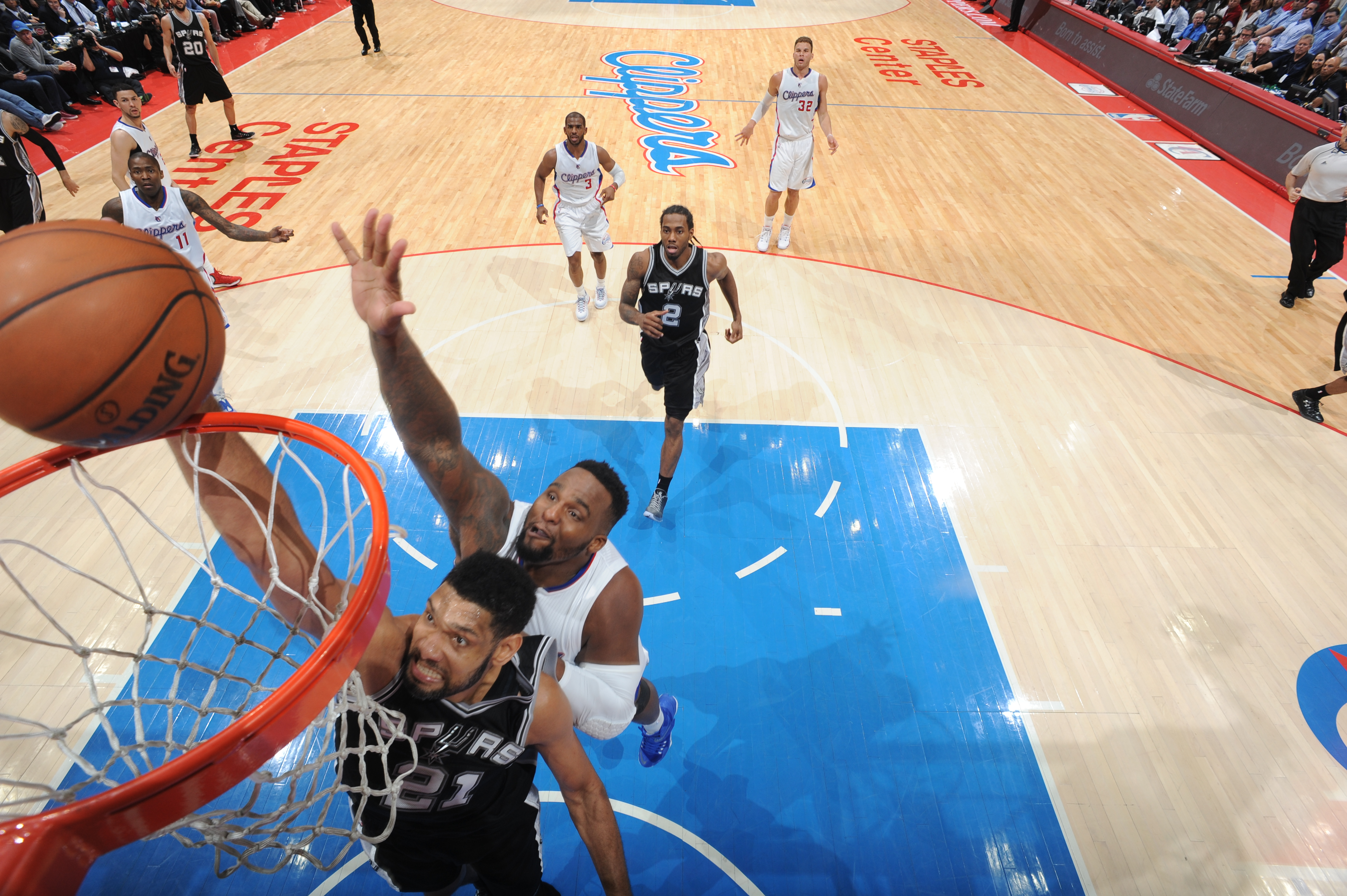 LOS ANGELES, CA - APRIL 28:  Tim Duncan #21 of the San Antonio Spurs dunks against Glen Davis #0 of the Los Angeles Clippers in Game Five of the Western Conference Quarterfinals during the 2015 NBA Playoffs on April 28, 2015 at Staples Center in Los Angel