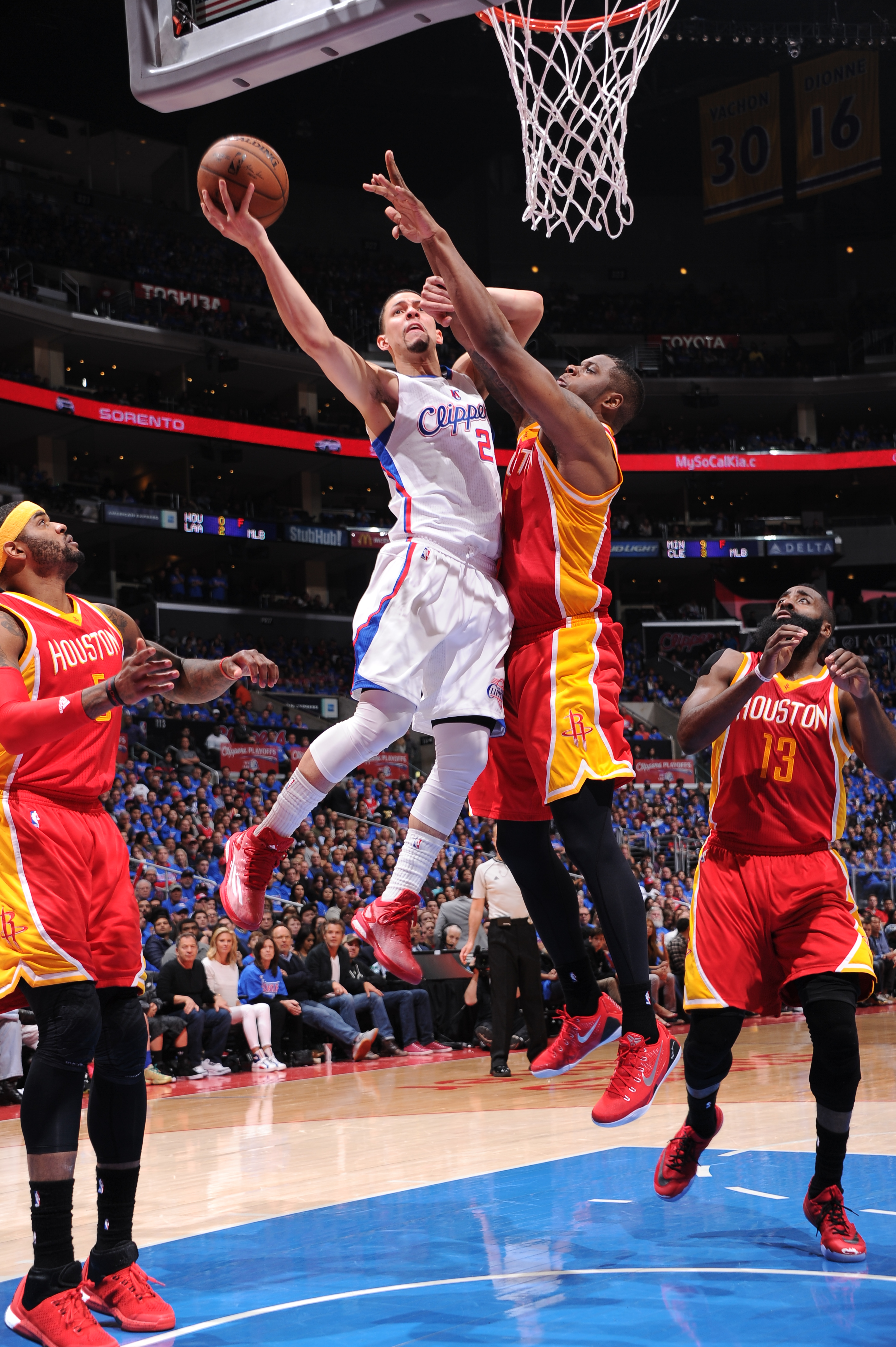LOS ANGELES, CA - MAY 8:  Austin Rivers #25 of the Los Angeles Clippers shoots the ball against the Houston Rockets in Game Three of the Western Conference Semifinals during the 2015 NBA Playoffs on May 8, 2015 at STAPLES Center in Los Angeles, California