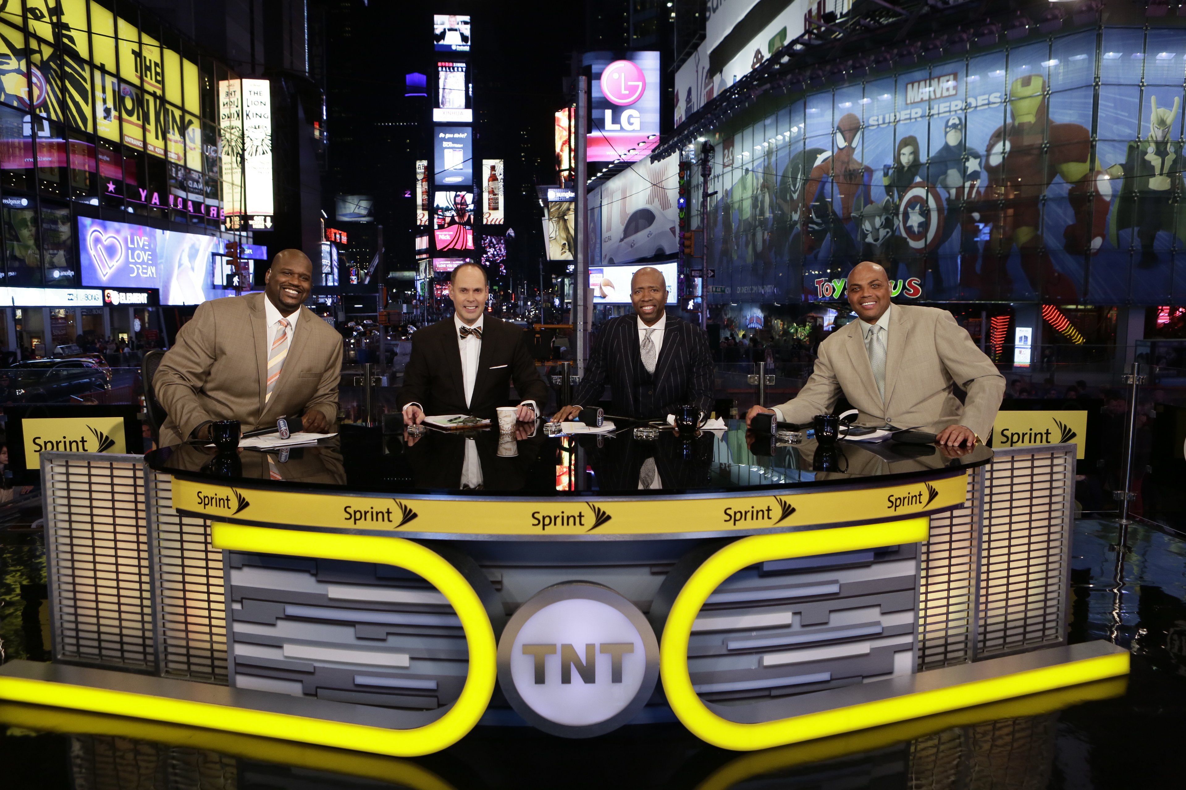 """NEW YORK, NY - OCTOBER 28: Ernie Johnson, Charles Barkley, Kenny Smith and Shaquille O'Neal of """"Inside the NBA"""" pose for a picture at the TNT tip off event at Times Square Offices on October 27, 2014 in New York, New York. (Photo by Steven Freeman/NBAE vi"""