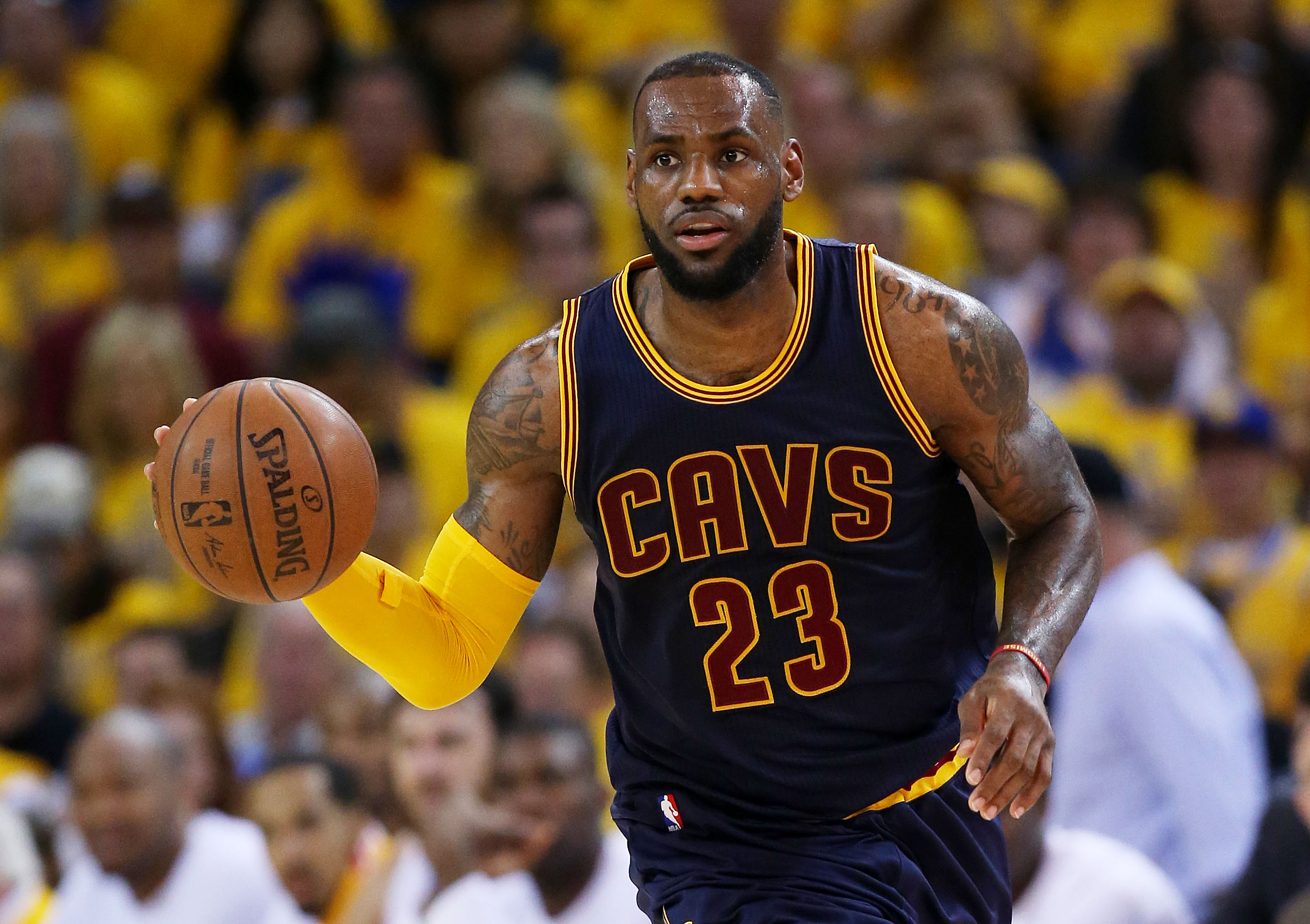 OAKLAND, CA - JUNE 07:  LeBron James #23 of the Cleveland Cavaliers drives against the Golden State Warriors in the second quarter during Game Two of the 2015 NBA Finals at ORACLE Arena on June 7, 2015 in Oakland, California. (Photo by Ezra Shaw/Getty Ima