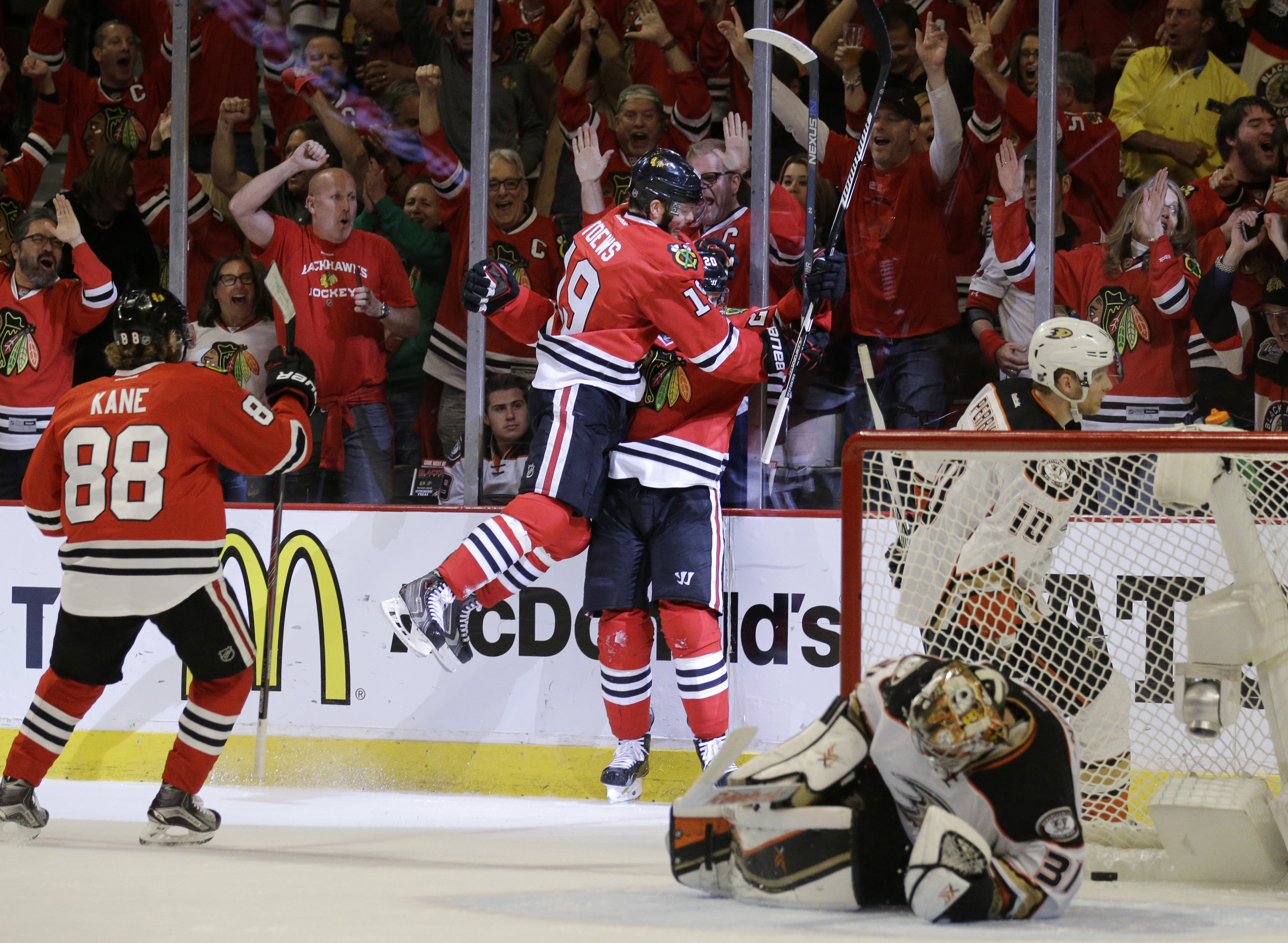 Chicago Blackhawks left wing Brandon Saad (20) celebrates his goal against the Anaheim Ducks with Chicago Blackhawks center Jonathan Toews (19) during the second period in Game 6 of the Western Conference finals of the NHL hockey Stanley Cup Playoffs, Wed