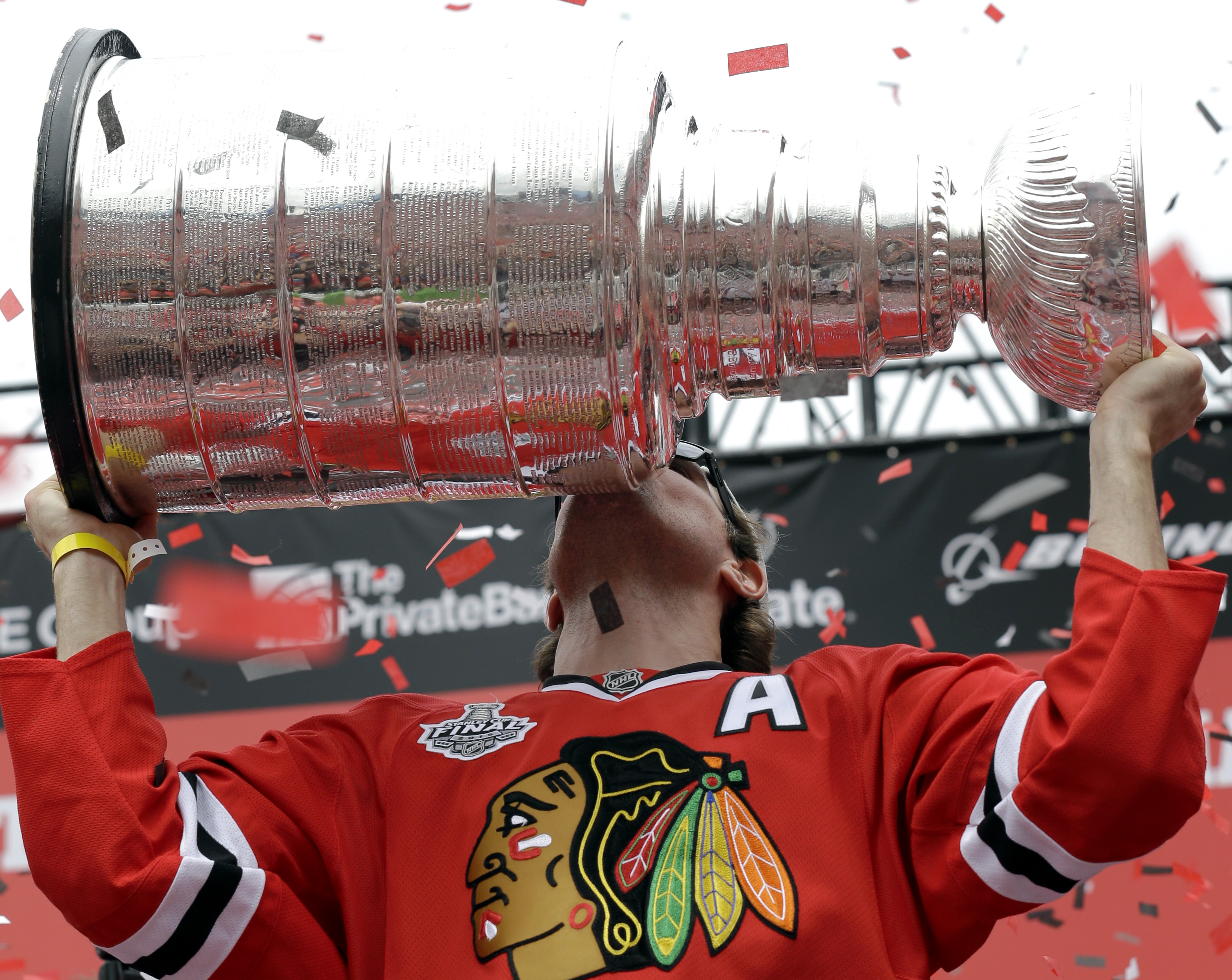 Chicago Blackhawks left wing Patrick Sharp kisses the Stanley Cup Trophy as he holds it up during a rally at Soldier Field for the NHL Stanley Cup hockey champions Thursday, June 18, 2015, in Chicago. (AP Photo/Nam Y. Huh)
