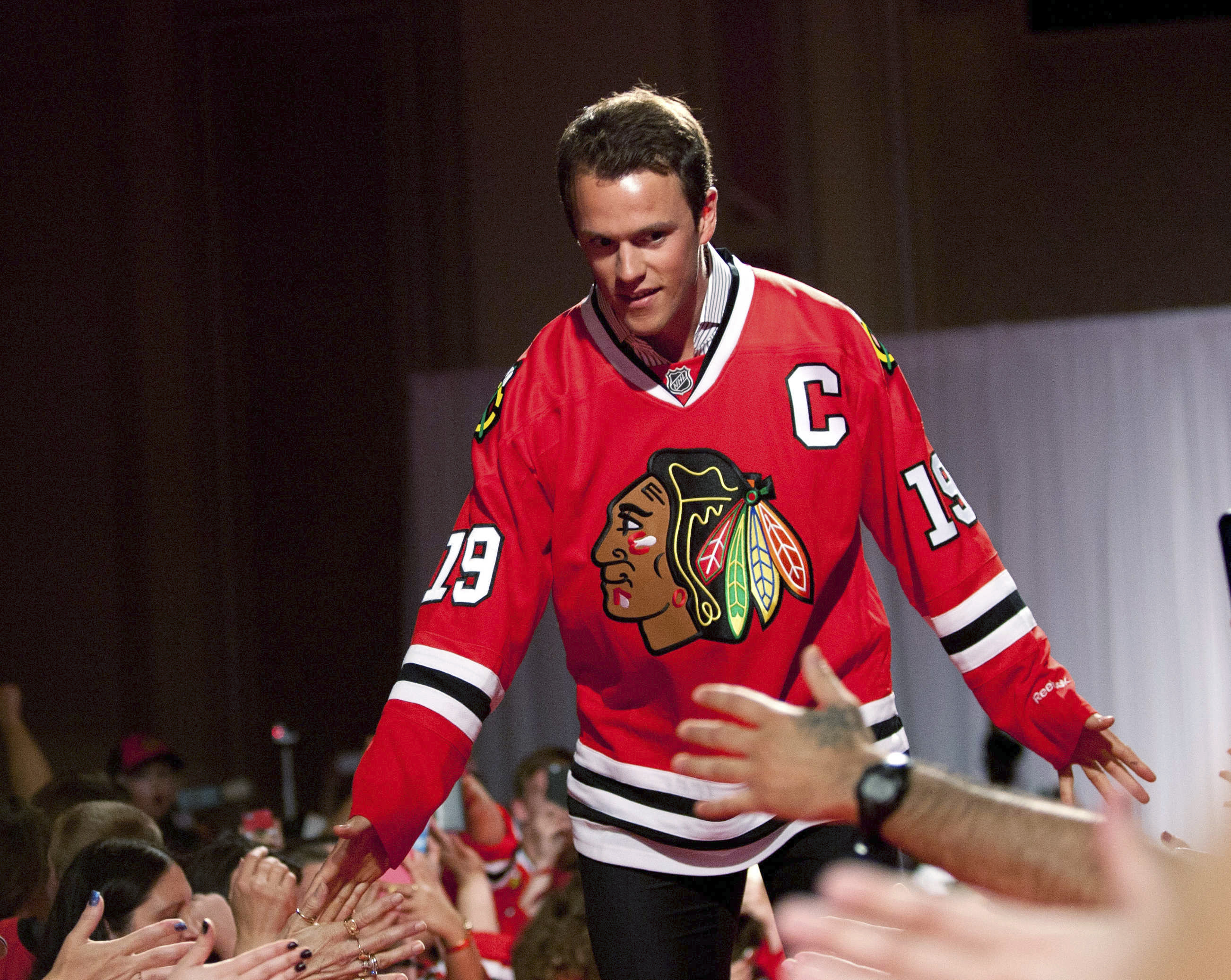 Chicago Blackhawks' Jonathan Toews greets fans during the NHL hockey team's annual convention, Friday, July 17, 2015, in Chicago. (Daniel White/Daily Herald via AP)