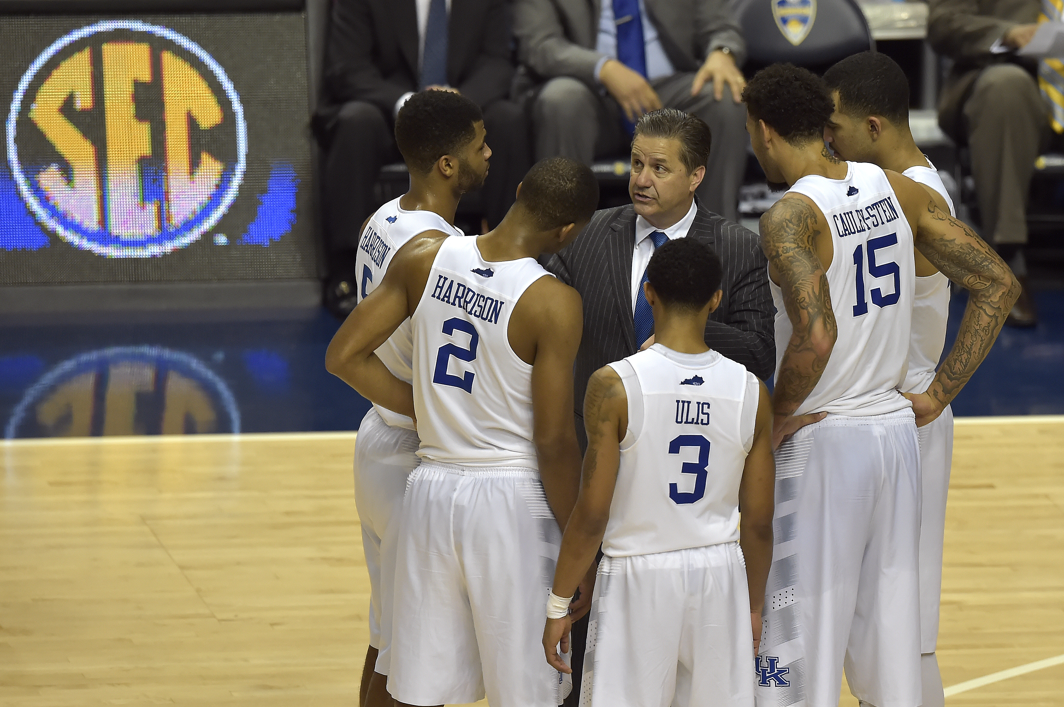 Kentucky head coach John Calipari speaks to his team during the second half of the NCAA college basketball Southeastern Conference tournament championship game against Arkansas, Sunday, March 15, 2015, in Nashville, Tenn. Kentucky won 78-63.(AP Photo/Mike