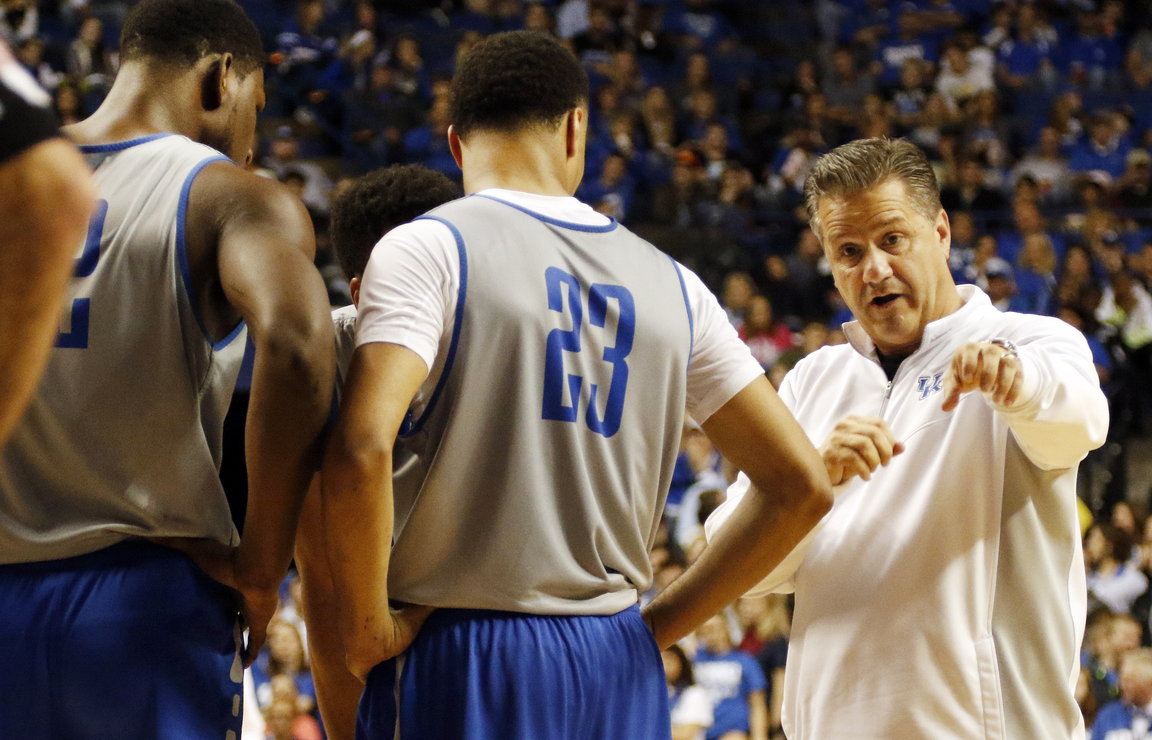 Kentucky head coach John Calipari, right, instructs the White Squad's Alex Poythress, left, and Jamal Murray (23) during a Kentucky NCAA college basketball scrimmage, Tuesday, Oct. 27, 2015, in Lexington, Ky. (AP Photo/James Crisp)