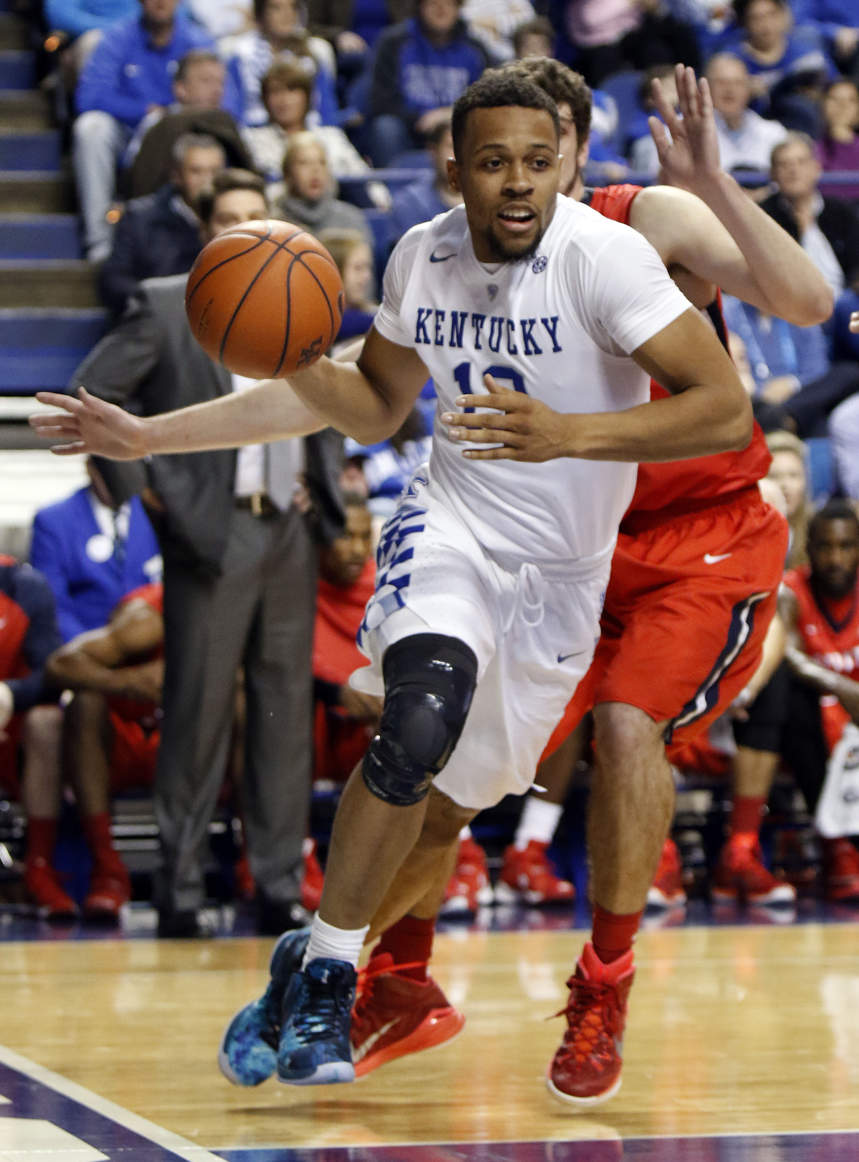 Kentucky's Isaiah Briscoe goes around the defense of NJIT's Emmanuel Tselentakis during the first half of an NCAA college basketball game Saturday, Nov. 14, 2015, in Lexington, Ky. (AP Photo/James Crisp)