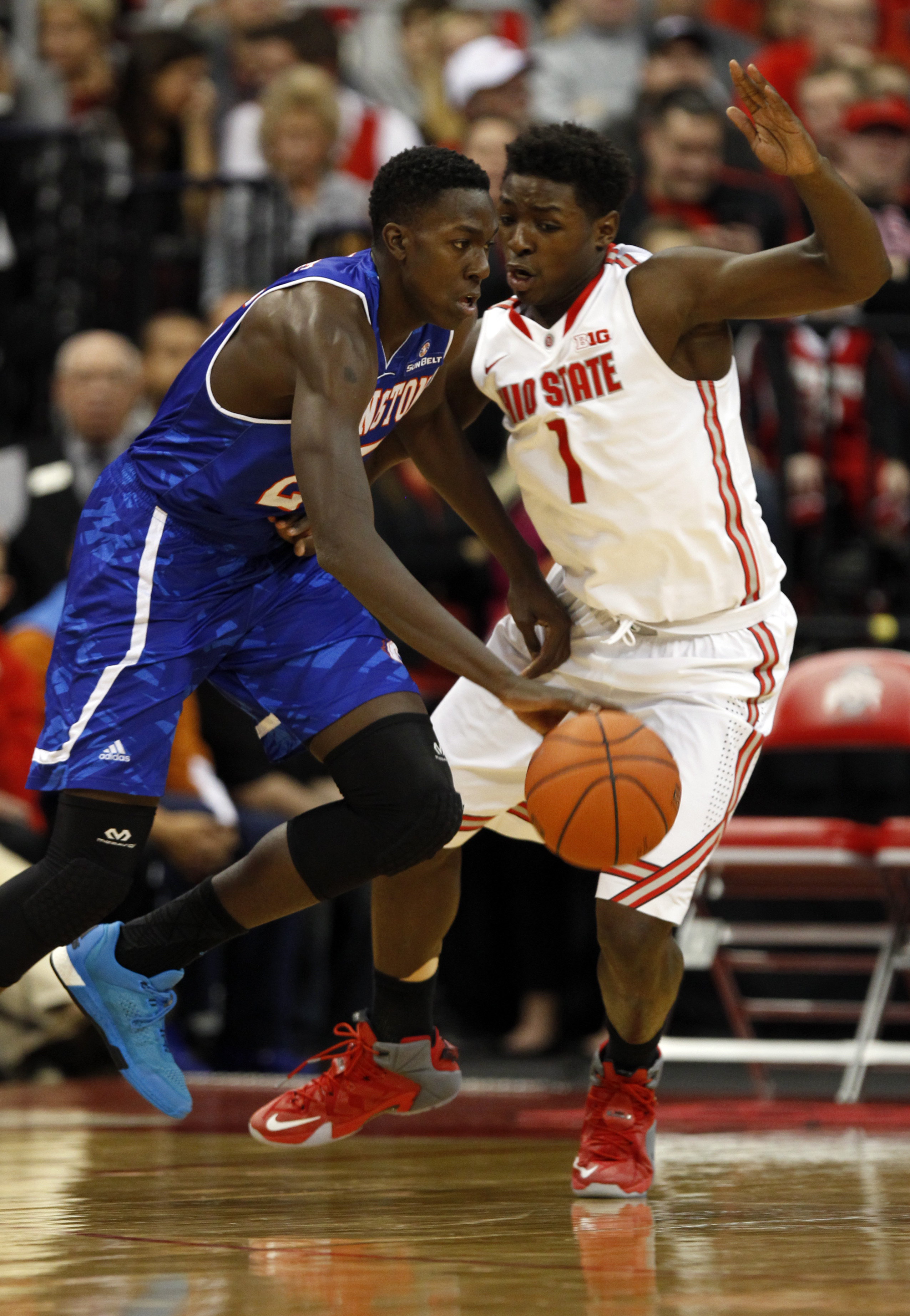 Texas-Arlington's Kevin Hervey, left, drives against Ohio State's Jae'Sean Tate during the second half of an NCAA college basketball game in Columbus, Ohio, Friday, Nov. 20, 2015. (AP Photo/Paul Vernon)