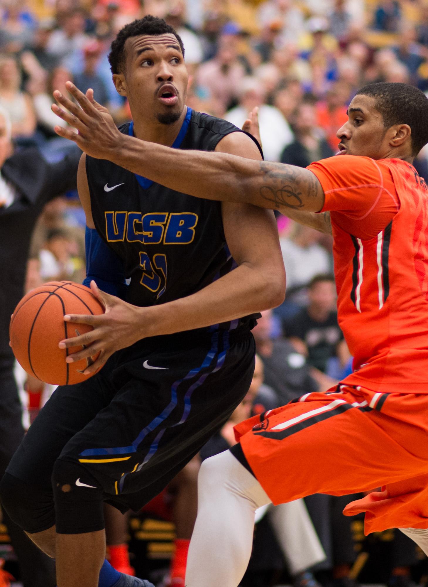 UC Santa Barbara guard John Green looks for a shot against Oregon State's Gary Payton II during an NCAA college basketball game Saturday, Nov. 21, 2015, in Santa Barbara, Calif. (Michael Moriatis/The News-Press via AP)