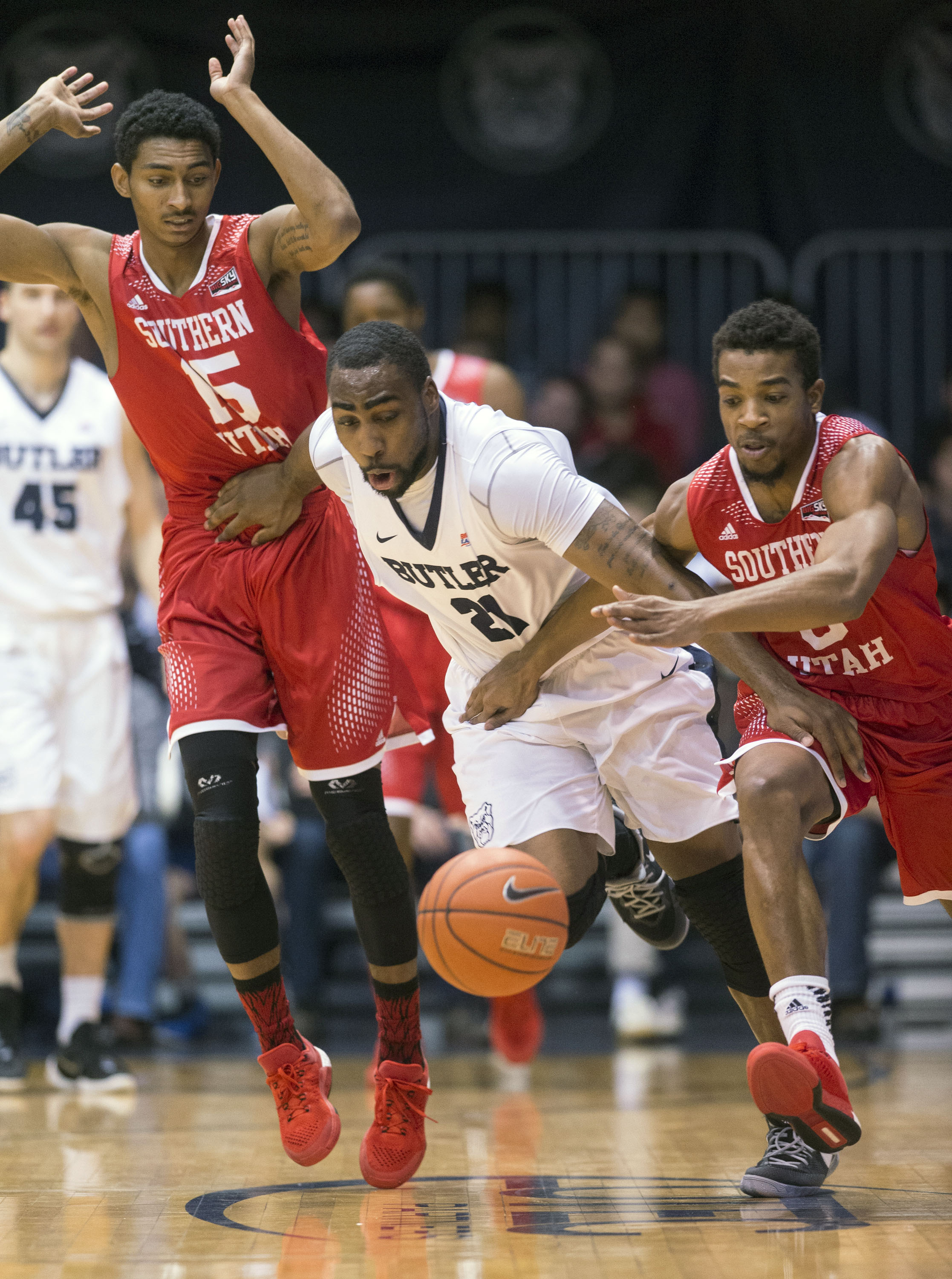 Butler forward Roosevelt Jones (21) forces his way between Southern Utah guard Juwan Major (15), left, and guard Travon Langston (3) to get the loose ball during the first half of an NCAA college basketball game, Tuesday, Dec. 22, 2015, in Indianapolis. (