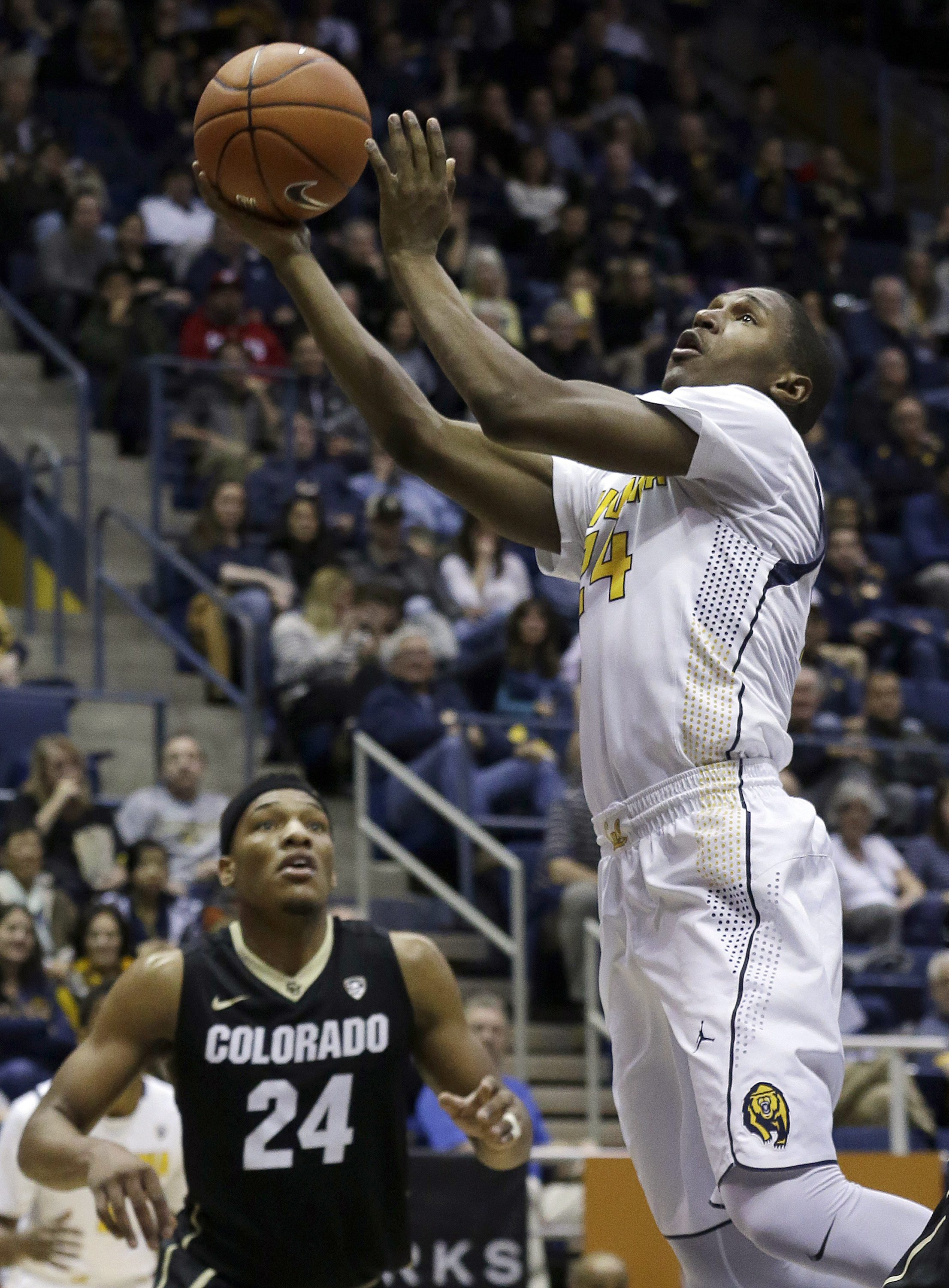 California guard Jordan Mathews, right, shoots against Colorado guard George King during the first half of an NCAA college basketball game in Berkeley, Calif., Friday, Jan. 1, 2016. (AP Photo/Jeff Chiu)