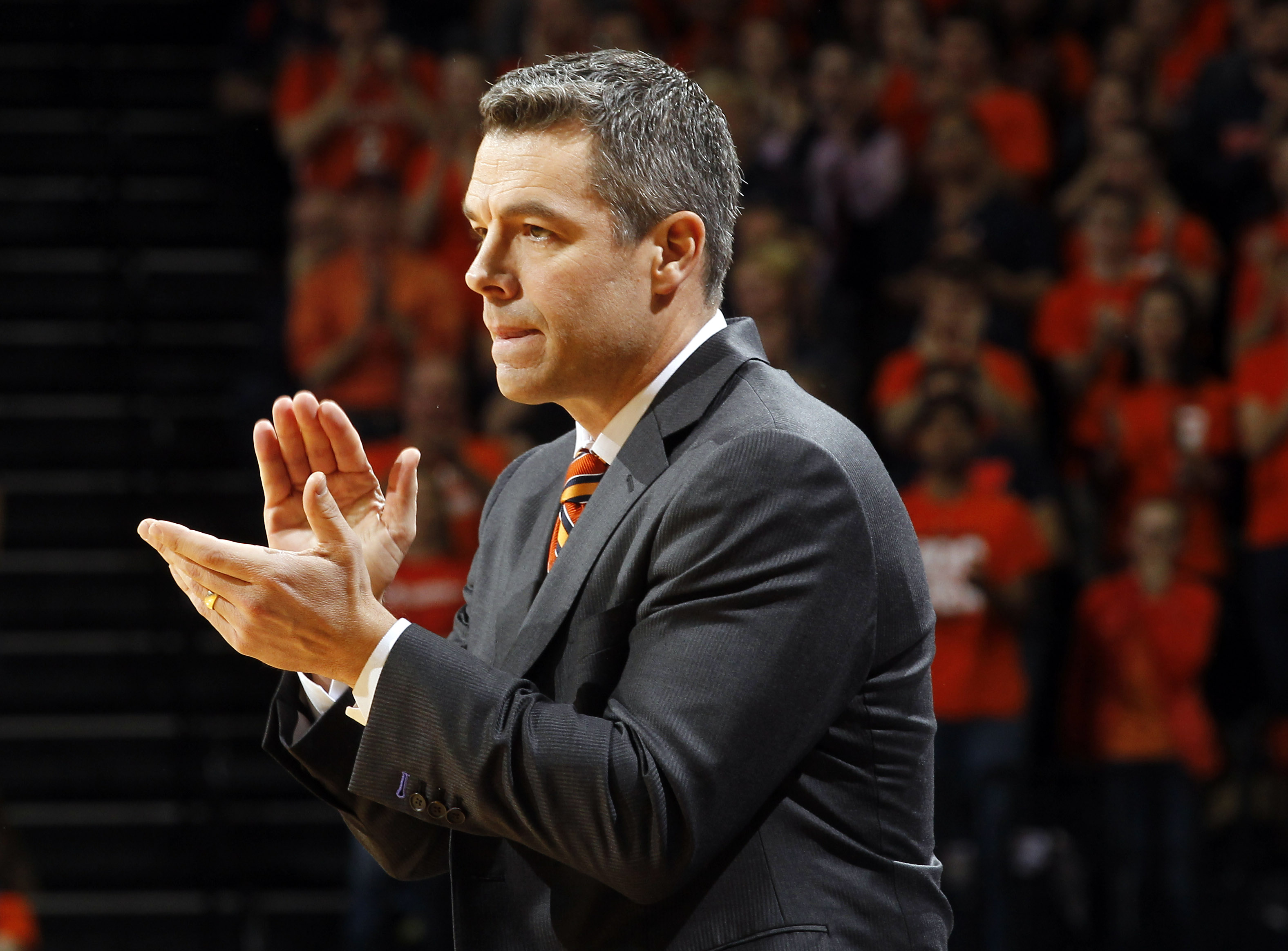 Virginia head coach Tony Bennett reacts to a play during an NCAA college basketball game against Notre Dame Saturday, Jan. 2, 2016, in Charlottesville, Va. (AP Photo/Andrew Shurtleff)