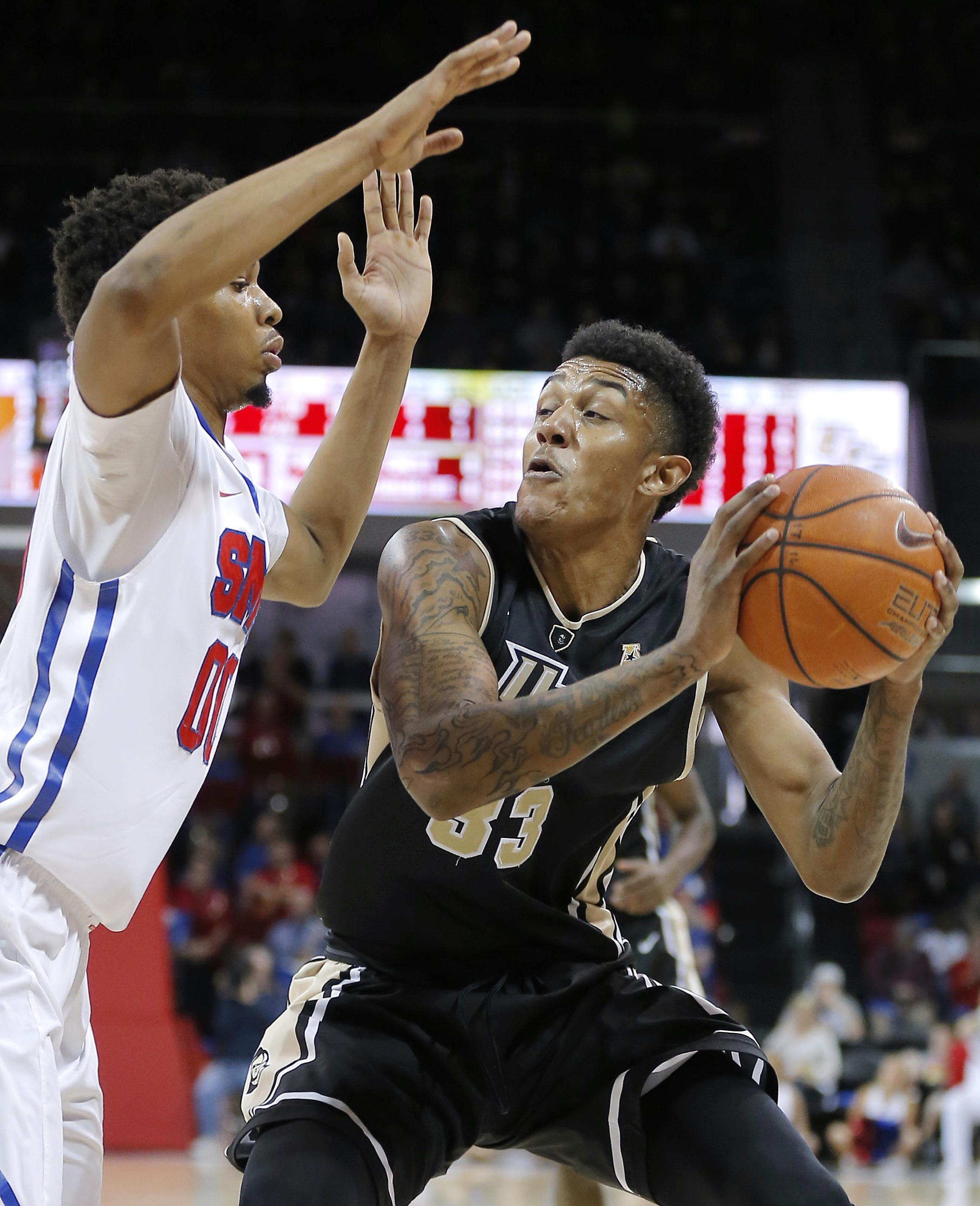 UCF forward Shaheed Davis (33) battles SMU forward Ben Moore (00) for space during the first half of an NCAA college basketball game, Sunday, Jan. 10, 2016, in Dallas. (AP Photo/Brandon Wade)