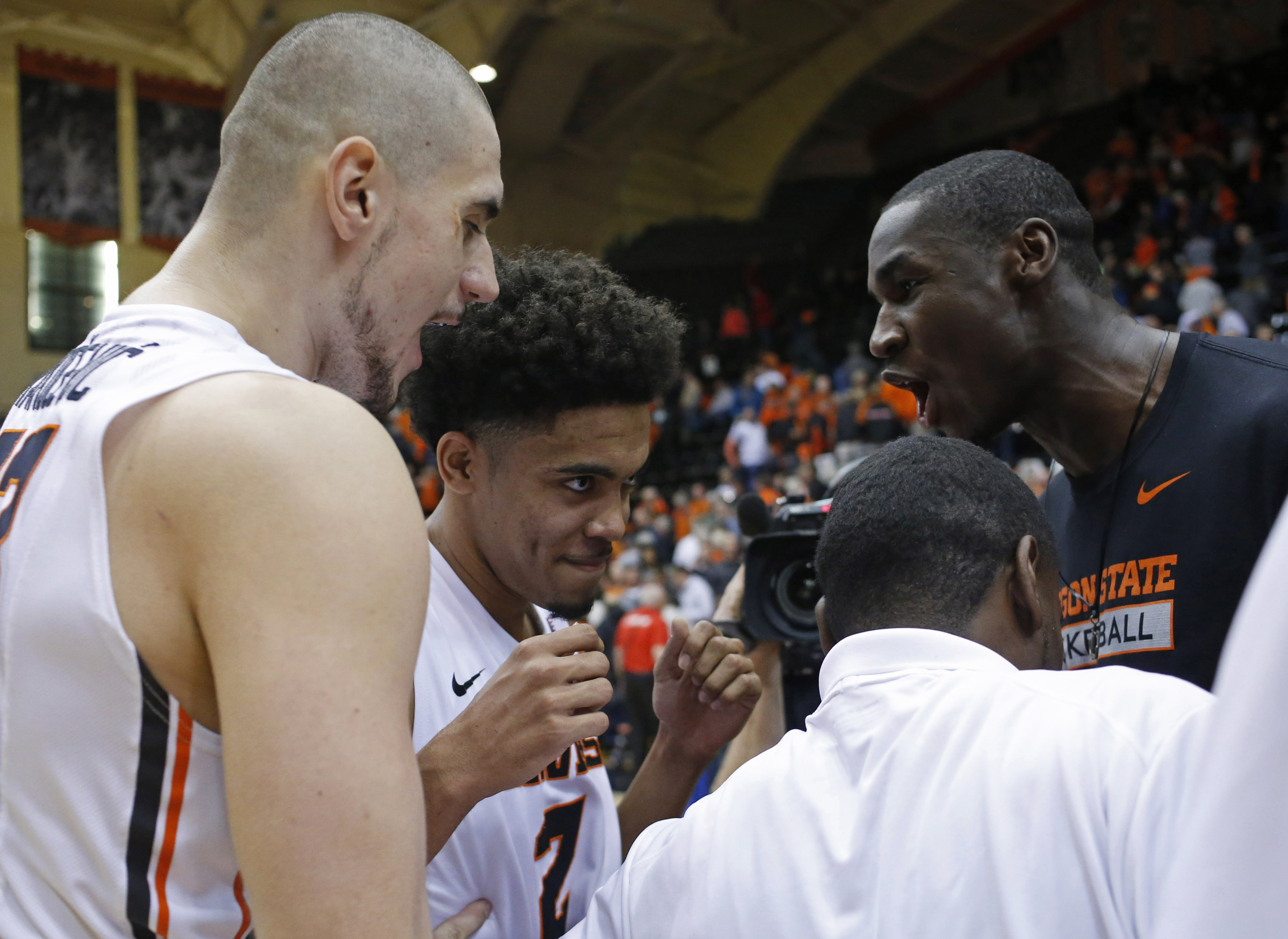 Oregon State's Stephen Thompson Jr., center, celebrates with teammates after he made free throws with no time left on the clock to give Oregon State a 71-69 win over Utah in an NCAA college basketball game in Corvallis, Ore., on Thursday, Feb. 4, 2016. (A